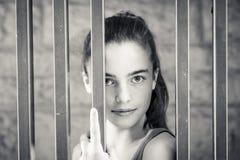 Retrato blanco y negro de un adolescente Imagenes de archivo