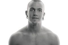 Retrato blanco y negro de un hombre joven hermoso. Foto de archivo libre de regalías
