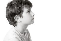 Retrato blanco y negro de un muchacho en perfil Foto de archivo libre de regalías