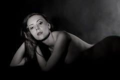 Retrato blanco y negro de una mujer Imagen de archivo