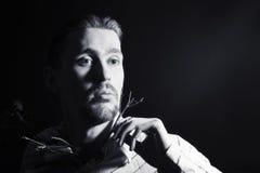 Retrato blanco y negro del individuo de moda joven Fotos de archivo libres de regalías