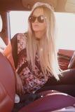 Retrato bonito da jovem senhora do blondie Fotografia de Stock