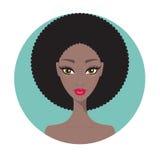 Retrato bonito da menina da mulher afro-americano nova com composição perfeita Fotos de Stock Royalty Free
