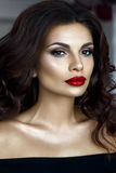 Retrato bonito da mulher com bordos vermelhos Fotografia de Stock Royalty Free