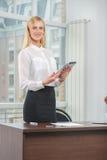 Retrato bonito da mulher de negócios Imagens de Stock Royalty Free