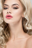 Retrato bonito da mulher loura fotos de stock royalty free