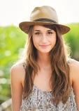 Retrato bonito de uma menina feliz despreocupada Imagens de Stock Royalty Free