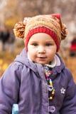 Retrato bonito do bebê no outono fotografia de stock
