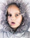 Retrato bonito do inverno da menina Imagens de Stock