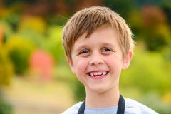 Retrato bonito do menino de sorriso Fotos de Stock