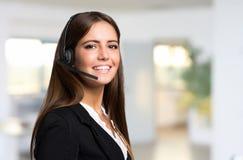 Retrato bonito do representante do cliente novo fotografia de stock royalty free