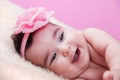 Retrato bonito, bonito, feliz, carnudo do bebê com um sorriso grande, rindo Imagens de Stock