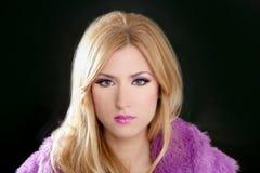Retrato bonito louro da mulher de Barbie fotos de stock