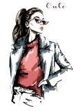 Retrato bonito tirado mão da mulher Mulher da forma nos óculos de sol esboço Fotos de Stock Royalty Free