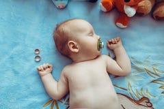 Retrato bonito velho do bebê dos meses de Fev Imagens de Stock Royalty Free