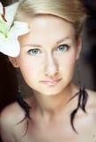 Retrato brilhante da mulher loura encantadora Fotografia de Stock