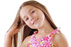 Retrato brillante de la pequeña muchacha rubia en blanco Imágenes de archivo libres de regalías
