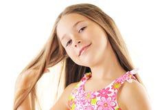 Retrato brillante de la pequeña muchacha rubia en blanco Foto de archivo