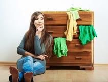Retrato casual de la muchacha del adolescente. Stu casual hermoso de la mujer joven Imágenes de archivo libres de regalías