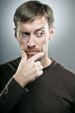 Retrato caucásico del hombre del bigote del cambio inclinable Fotografía de archivo