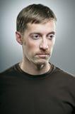 Retrato caucásico del hombre del bigote del cambio inclinable Fotografía de archivo libre de regalías