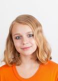 Retrato caucásico rubio sonriente del adolescente Imagen de archivo libre de regalías