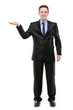 Retrato cheio do comprimento de um homem com a mão levantada Fotografia de Stock