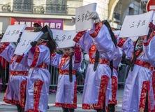 Retrato chino de la niña - desfile chino del Año Nuevo, París 20 Imagen de archivo