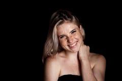 Retrato cinemático da menina no estúdio escuro Foto de Stock Royalty Free