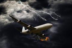 Retrato cinemático do avião com fogo de motor Fotografia de Stock