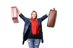 Retrato com a face surpreendida e receosa Duas malas de viagem Lenço vermelho Casaco azul Imagens de Stock Royalty Free