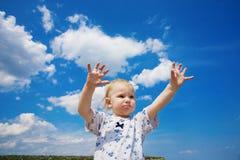 Retrato com o céu nebuloso azul Foto de Stock