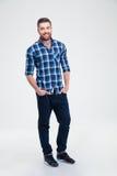 Retrato completo do comprimento de um homem ocasional de sorriso Fotografia de Stock