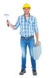 Retrato completo do comprimento do reparador com martelo e caixa de ferramentas Foto de Stock