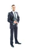Retrato completo do corpo de um homem de negócio novo com uma prancheta preta Imagem de Stock