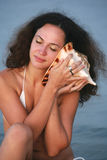 Retrato con una concha de berberecho Fotografía de archivo libre de regalías