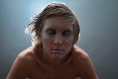 Retrato congelado hermoso joven del estudio de la mujer Imagen de archivo
