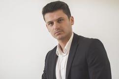 Retrato considerável novo do homem de negócios fotos de stock