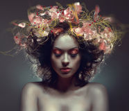 Retrato creativo da beleza com wraith cor-de-rosa imagens de stock