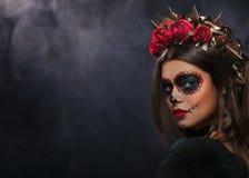 Retrato criativo de Sugar Skull no fundo escuro com copyspa fotografia de stock royalty free