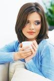 Retrato da bebida do café da mulher fotografia de stock royalty free