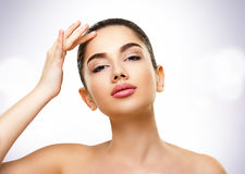 Retrato da beleza Cara da jovem mulher bonita com pele perfeita Fotografia de Stock