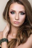 Retrato da beleza da menina bonita nova com olhos verdes Fotos de Stock