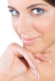 Retrato da beleza da mulher com pregos perfeitos Fotos de Stock Royalty Free