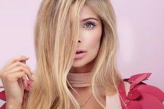 Retrato da beleza da mulher natural loura Imagem de Stock Royalty Free