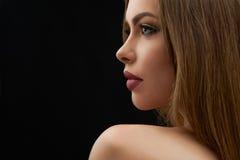 Retrato da beleza de uma jovem mulher labiada completa impressionante fotos de stock