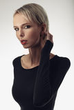 Retrato da beleza de uma mulher loura bonita nova com sardas Fotos de Stock