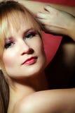 Retrato da beleza de uma mulher nova imagem de stock royalty free