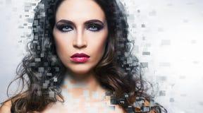 Retrato da beleza de uma mulher nova e lindo fotos de stock