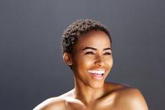 Retrato da beleza do sorriso modelo fêmea preto Imagem de Stock Royalty Free